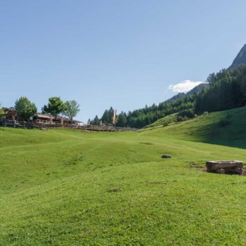 a leisurely hike to Tuf Alm