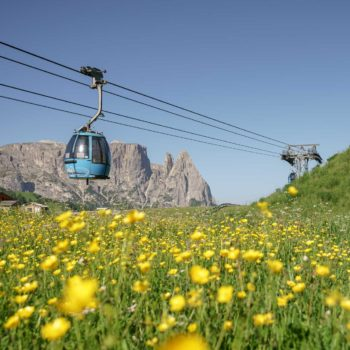 By cable car to the Alpe di Siusi