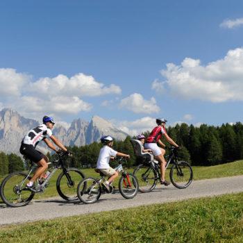 Radfahren auf der Seiser Alm mit Kindern
