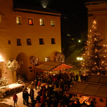 Christmas market at the foot of the Alpe di Siusi