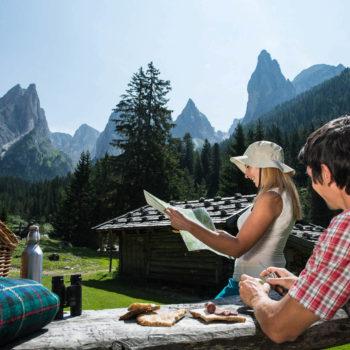 Wandern im Sommer in Dolomiten